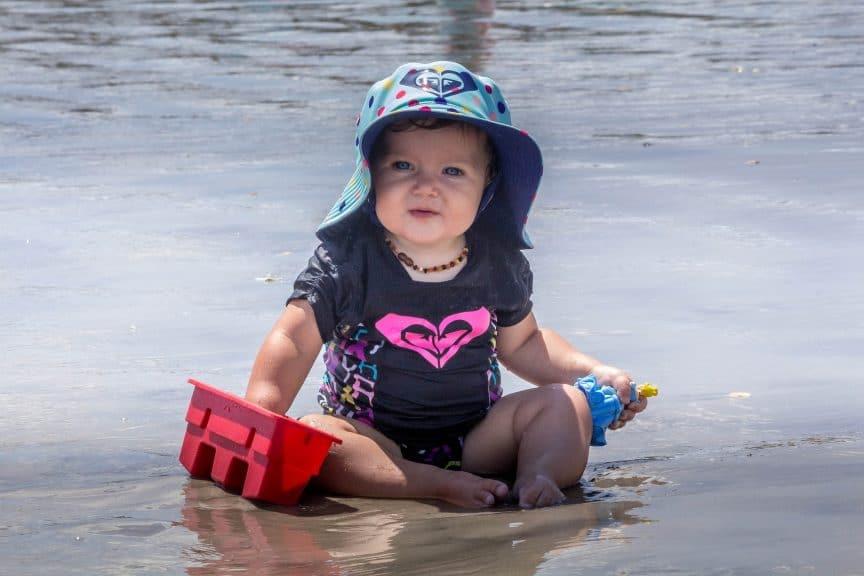baby beach playing
